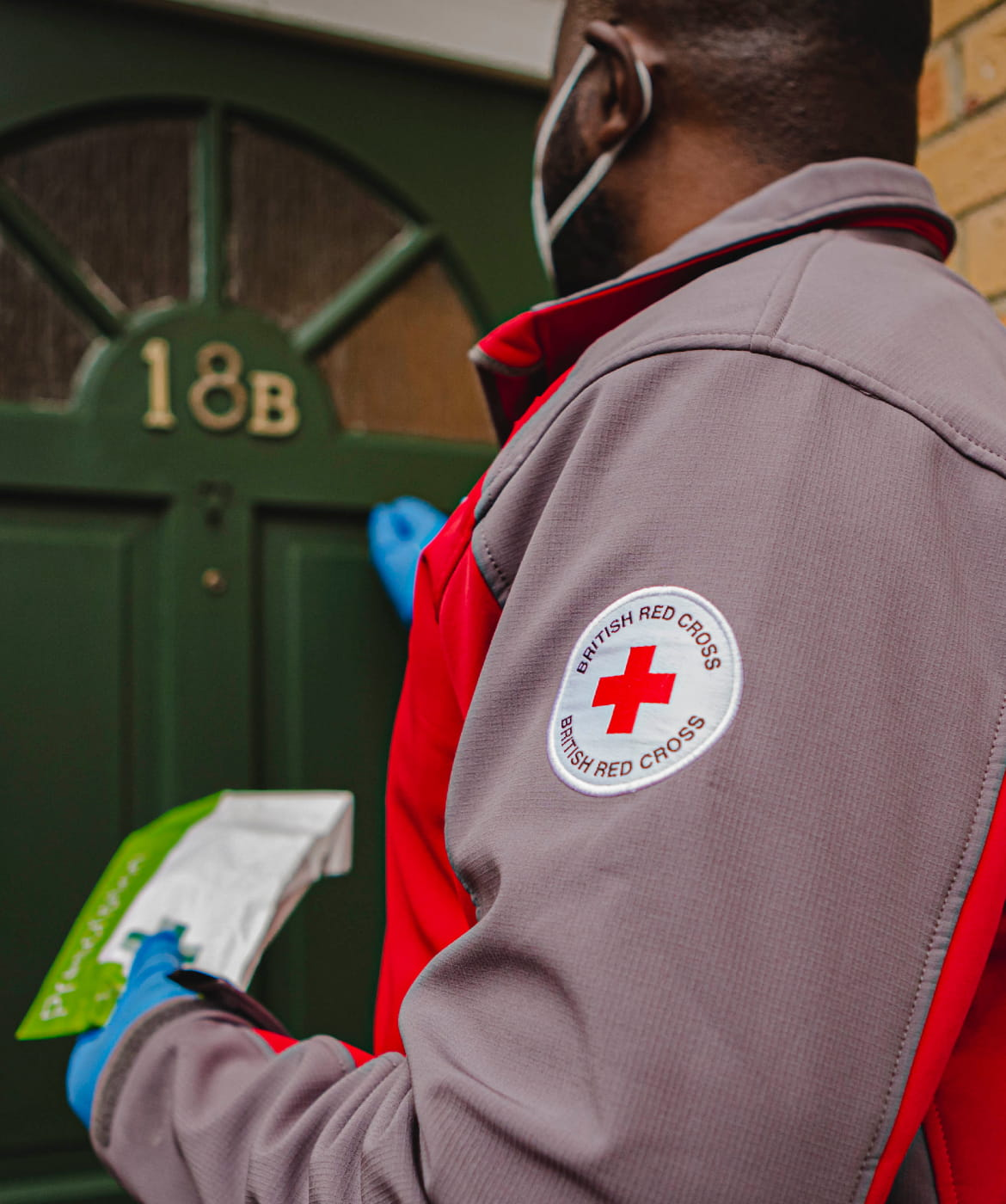 Emergency Response volunteer, Emmanuel, knocking on the door to deliver a prescription